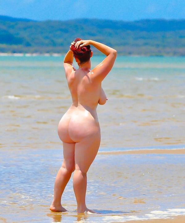 Большие Голые Бабы На Пляже