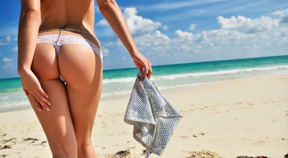 Голая Соблазняет На Пляже