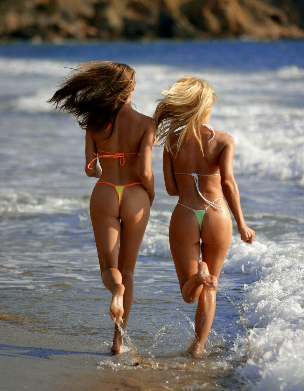 Голые На Пляже Онлайн