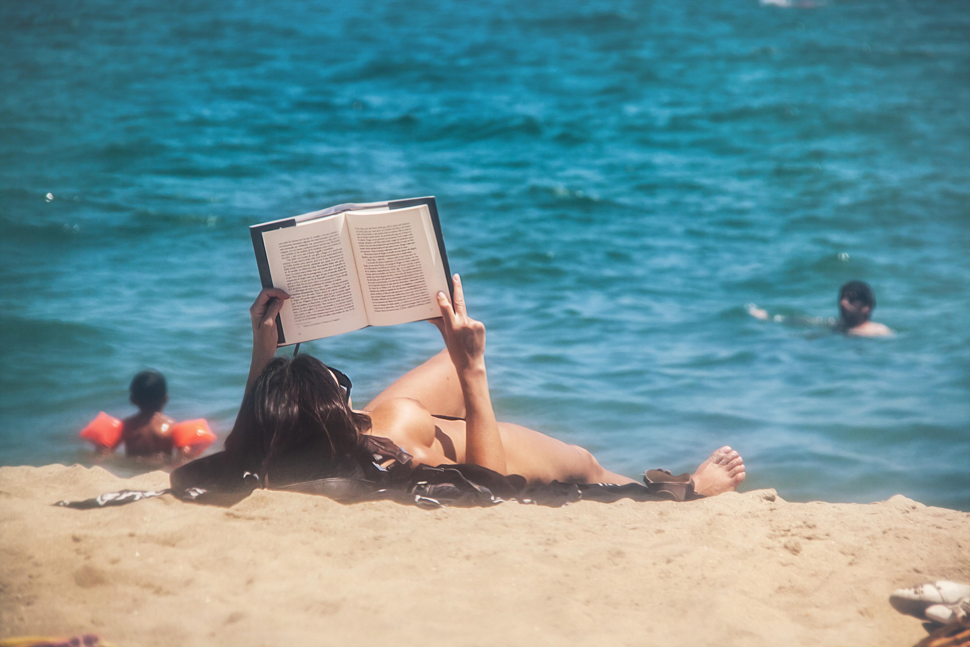 Голая На Солнечном Пляже