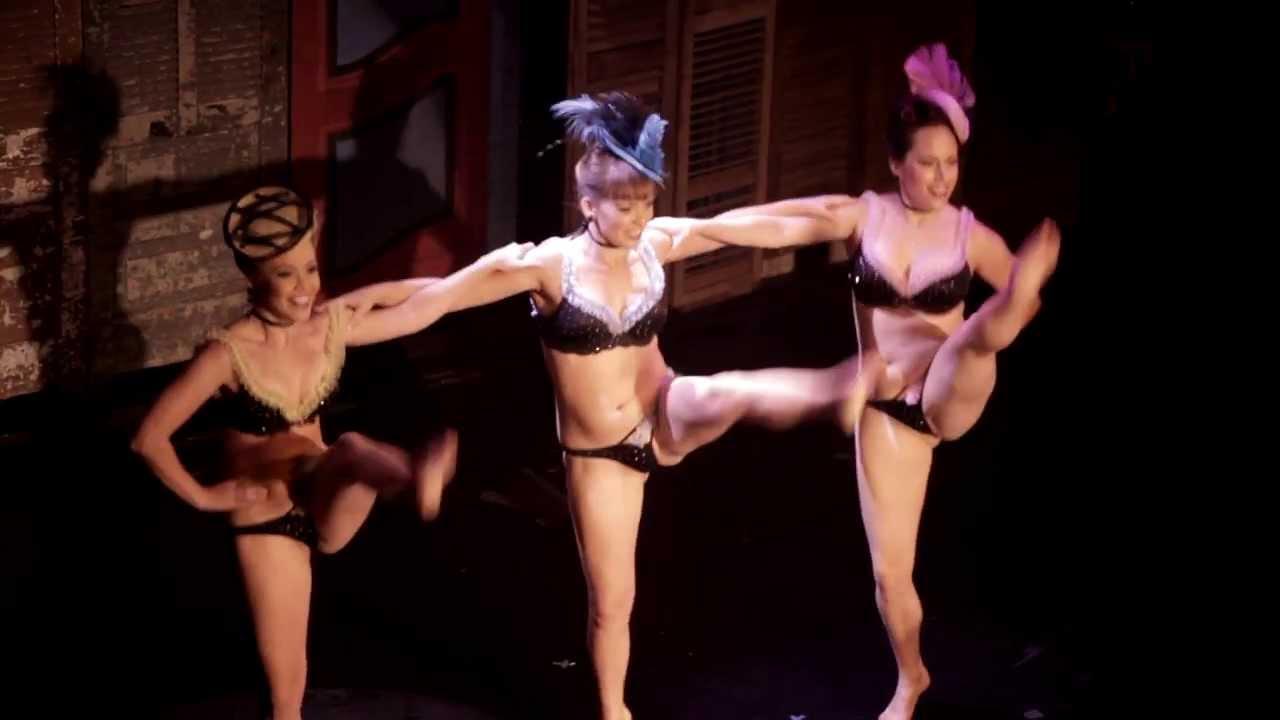 Танцует Голая Домашнее Видео