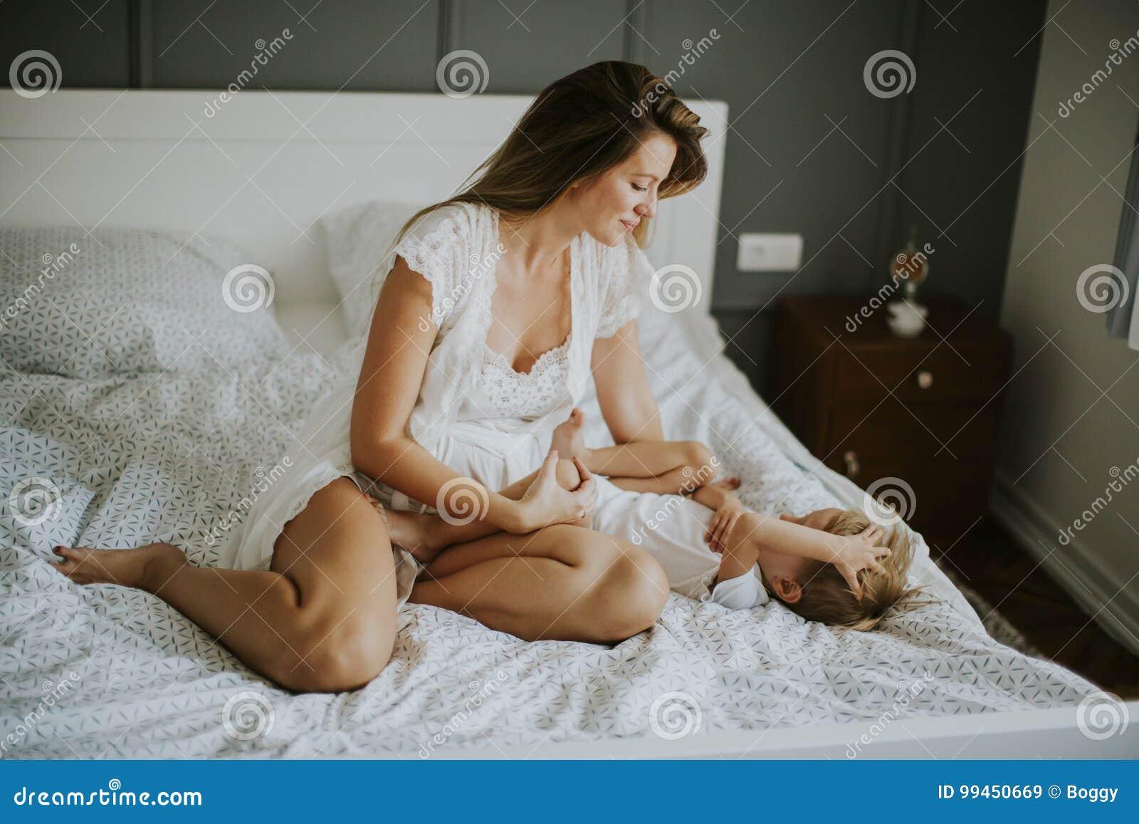 Сын В Спальни И Голая Мама