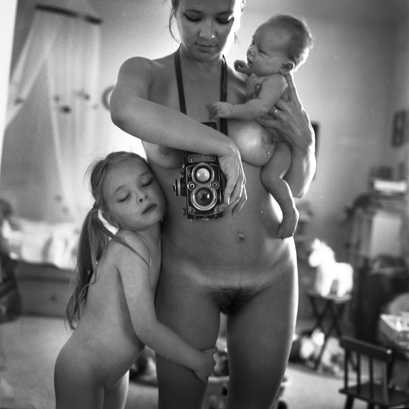 Фото Голые Мамы С Детками