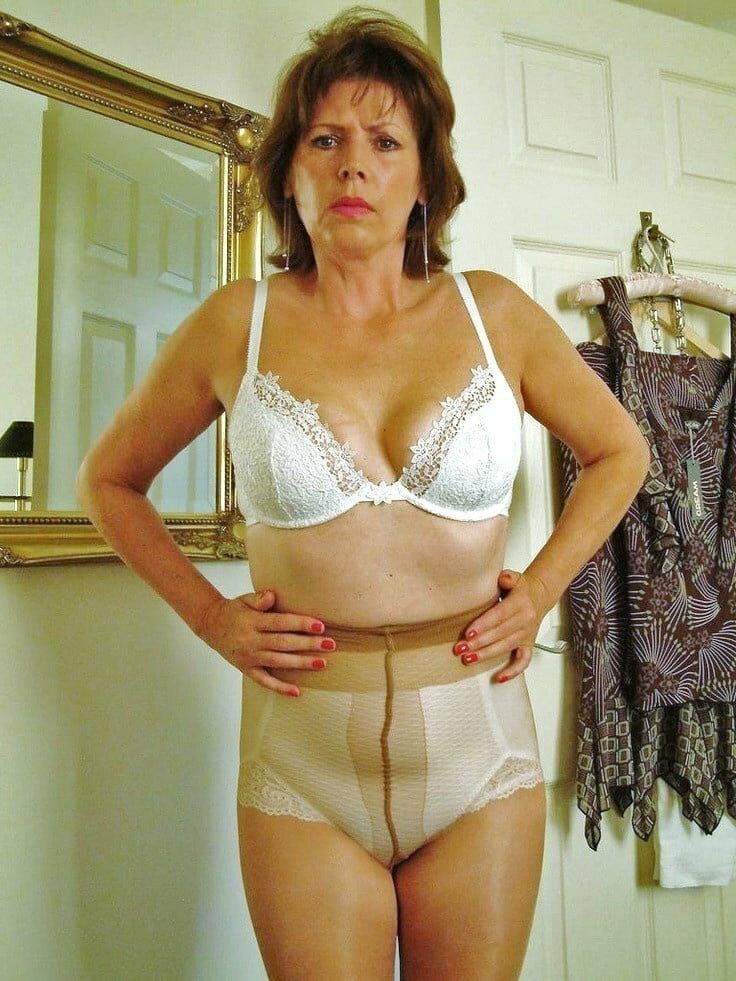 Голые Женщины Домашнее Онлайн