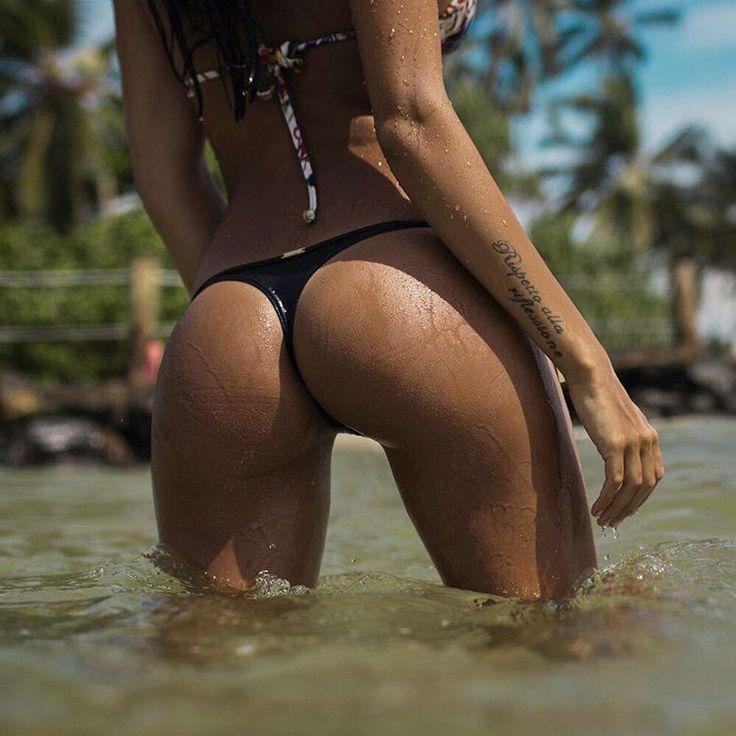 Голая Вика На Пляже