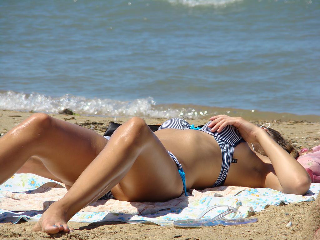 Голая На Пляже Любительское Видео