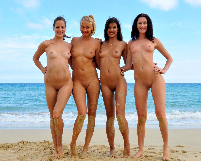 Голые Девушки На Пляжи Большое Фото