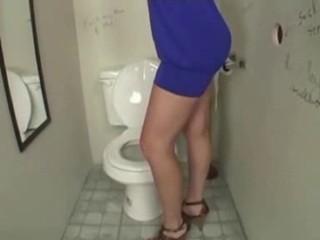 Мама Голая Туалету