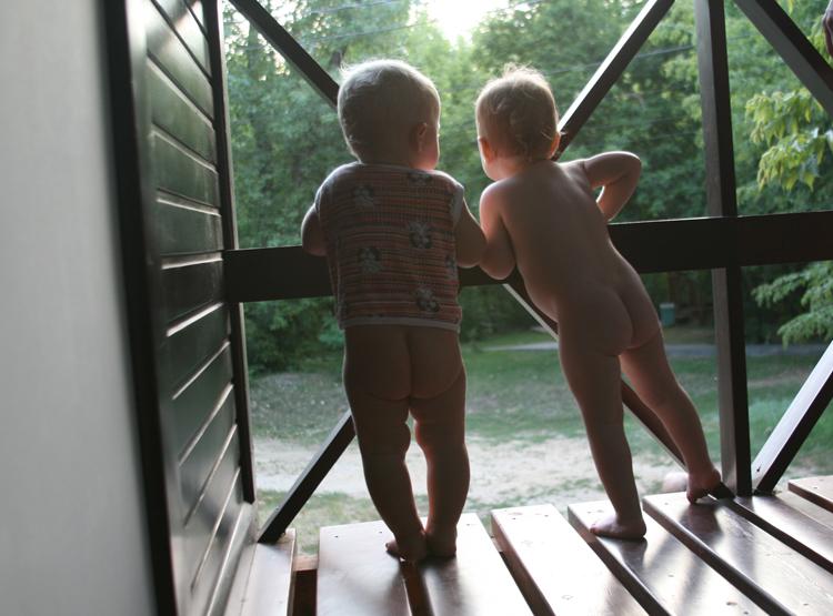Маленькие Голые Девочки С Голыми Мамами