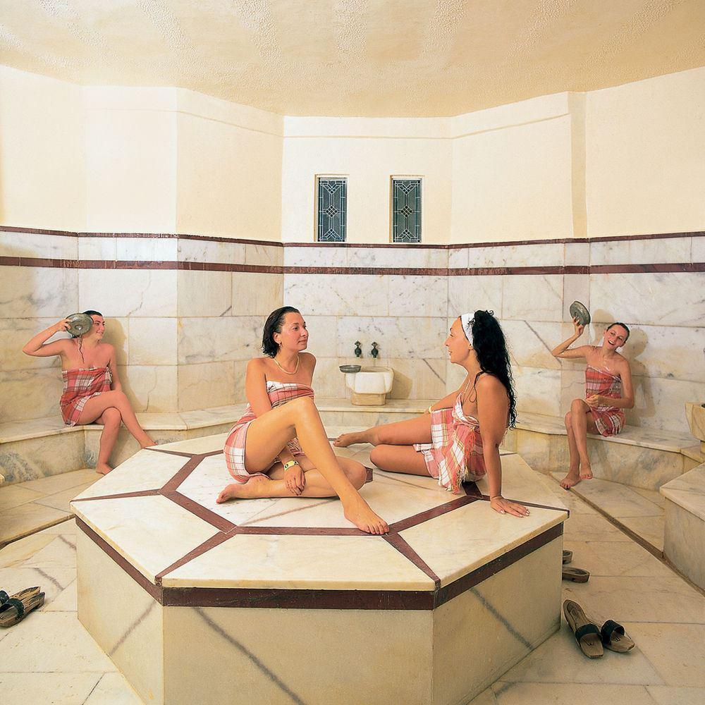 Японские Женщины Моются В Общественной Бане Голые