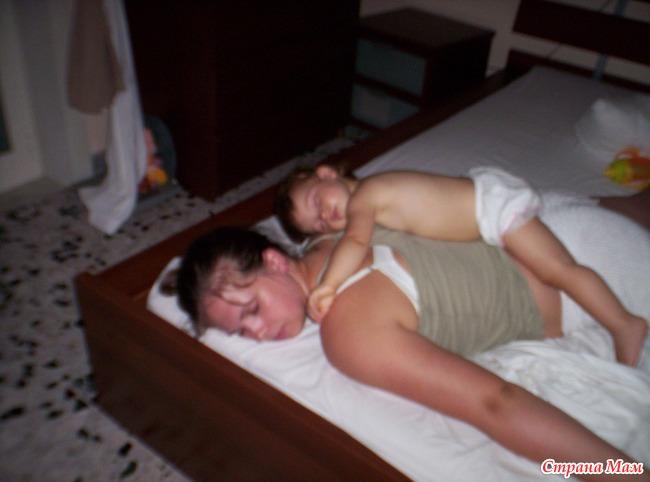 Снял Голую Спящую Маму