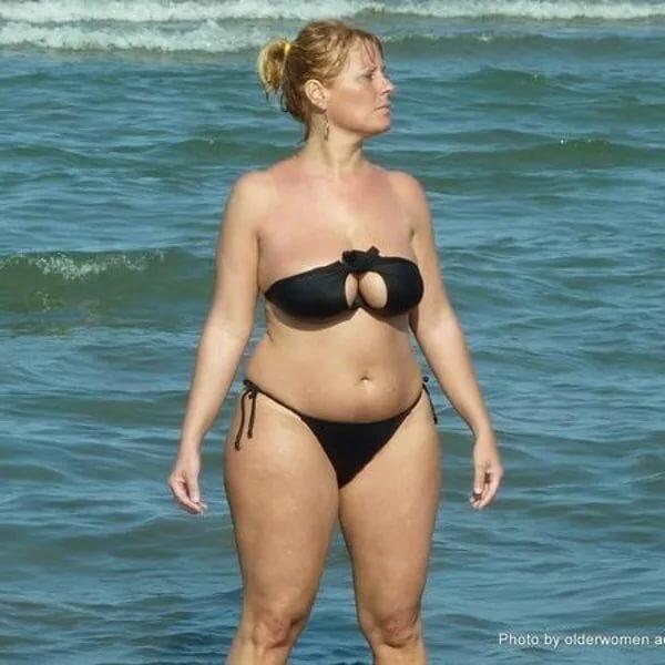 Голые Взрослые Тетки На Пляже