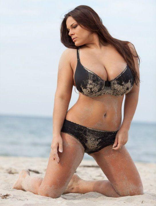 Голые Пышные Женщины На Пляже