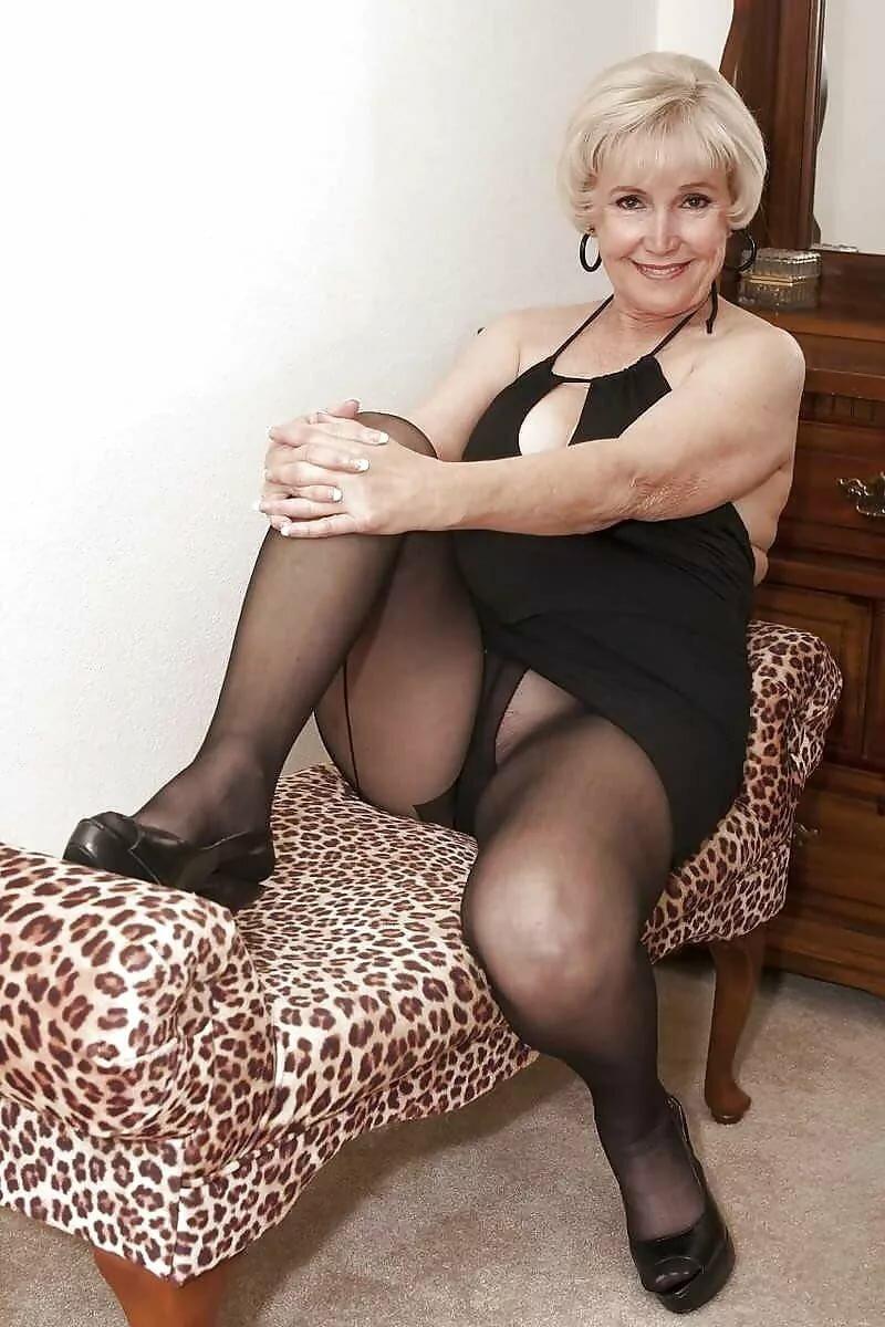 Видео Голые Зрелые Женщины Огромные
