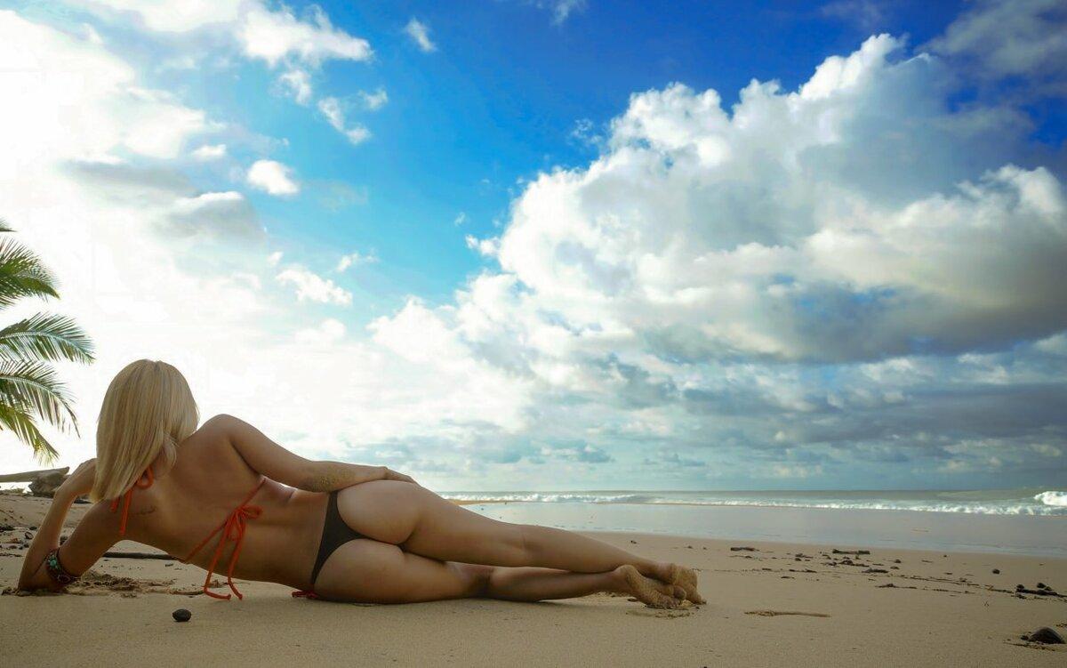 Голые Попки Девочек На Пляже Фото