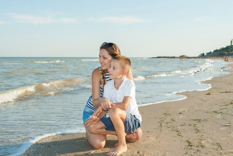 Мать На Пляже Голая И Сын
