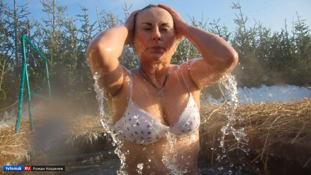 Фото Голая Зрелая Мама Купается В Бассейне