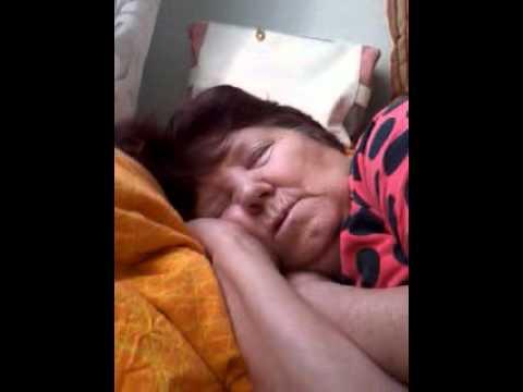Голые Пожилые Женщины Спят Видео