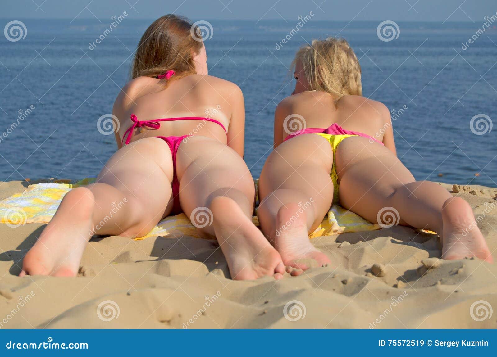 Голая Раздвинула Ноги На Пляже