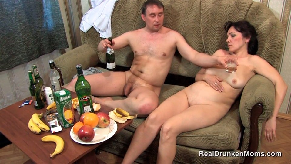 Пьяная Голая На Кухне