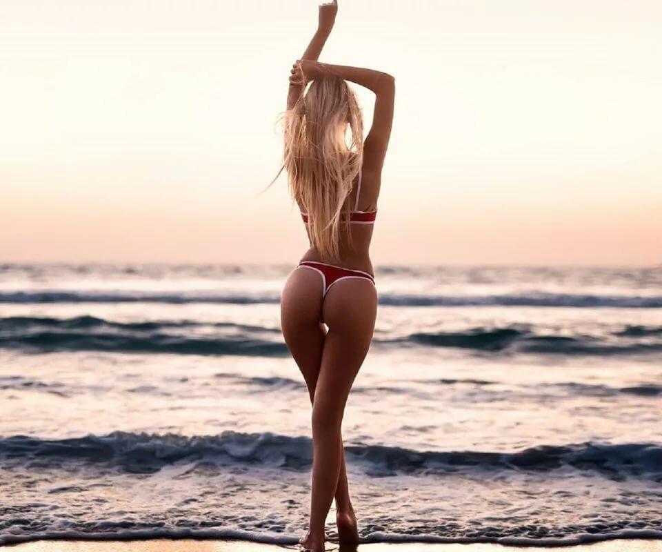 Голая На Пляже Сзади