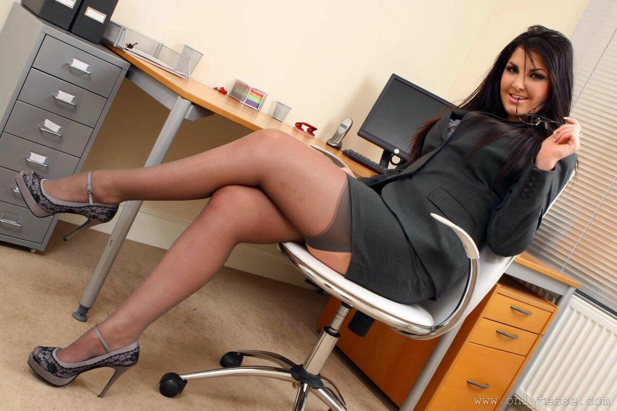 Голые Бабы В Офисе Фото