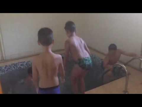 Голый Мальчик В Школе Видео
