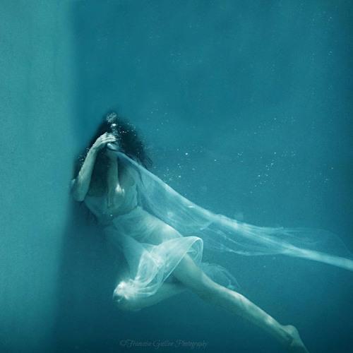 Голые Тетки Под Водой Фото