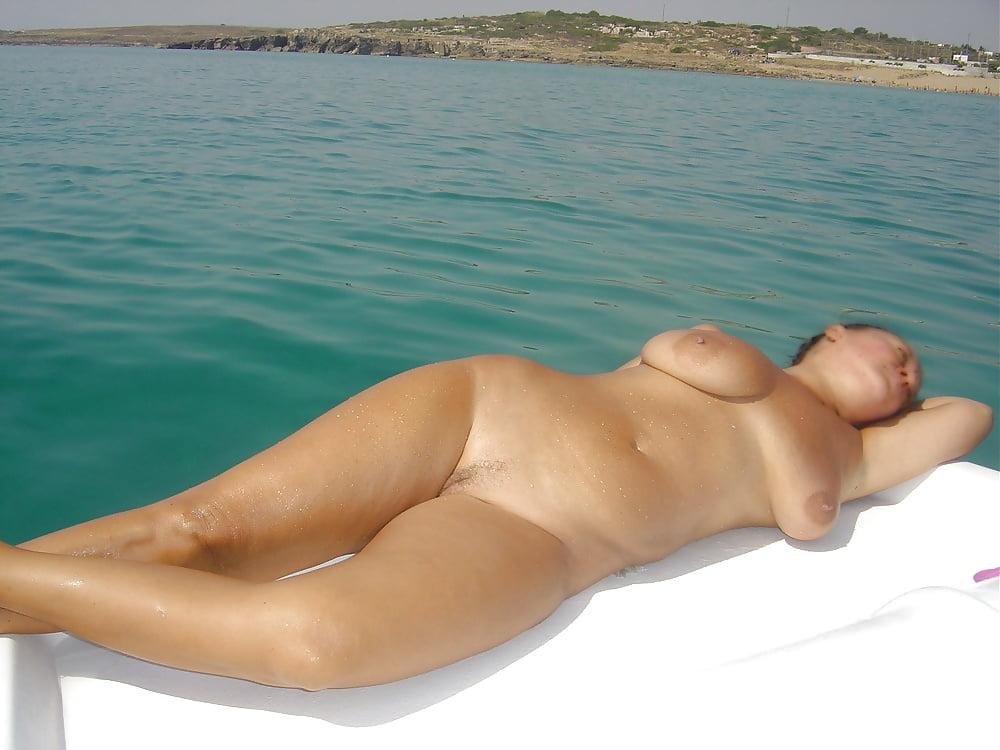Девушки На Пляже Голые Зрелые