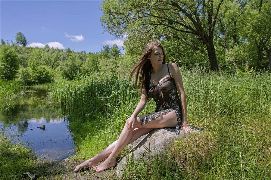 Видео Река Женщина Голые