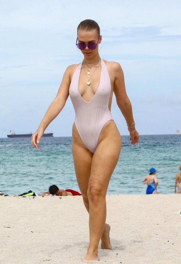 Фото Голых Баб На Нудистском Пляже