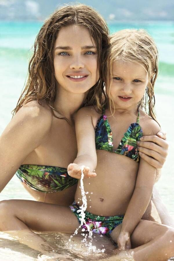 Голые Девочки С Мамами На Пляже