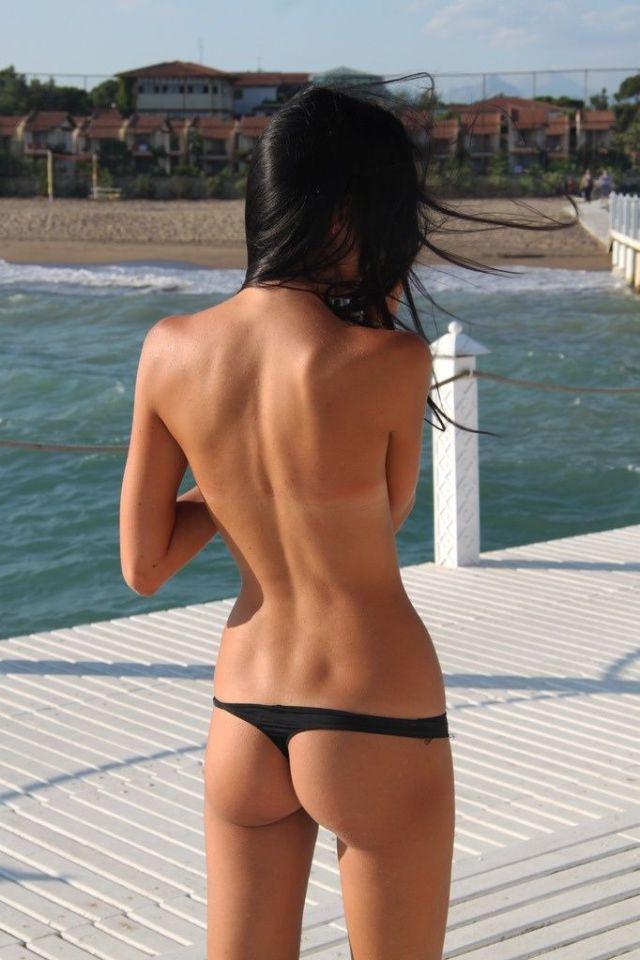 Голые На Пляже Вид Сзади