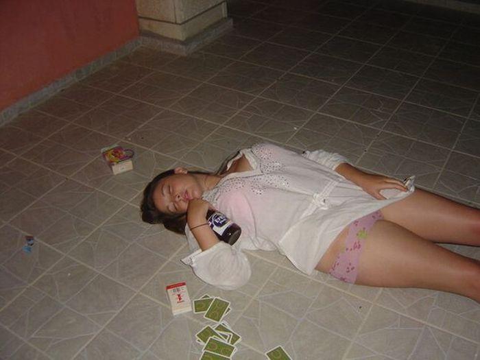 Голая Пьяная В Говно