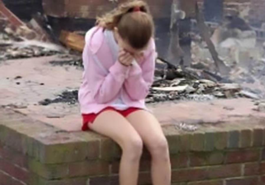 Юная Девочка В Бане Голая Видео