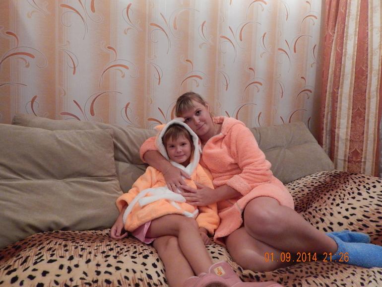 Мама С Дочкой Голые На Кровати