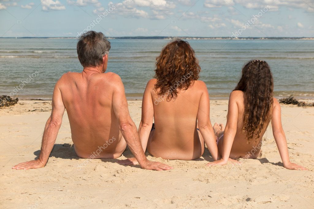 Голый Парень На Общественном Пляже
