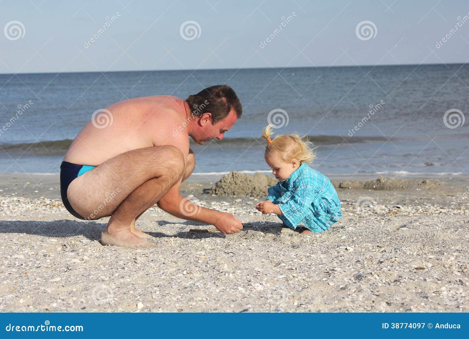 Голый Папа На Пляже