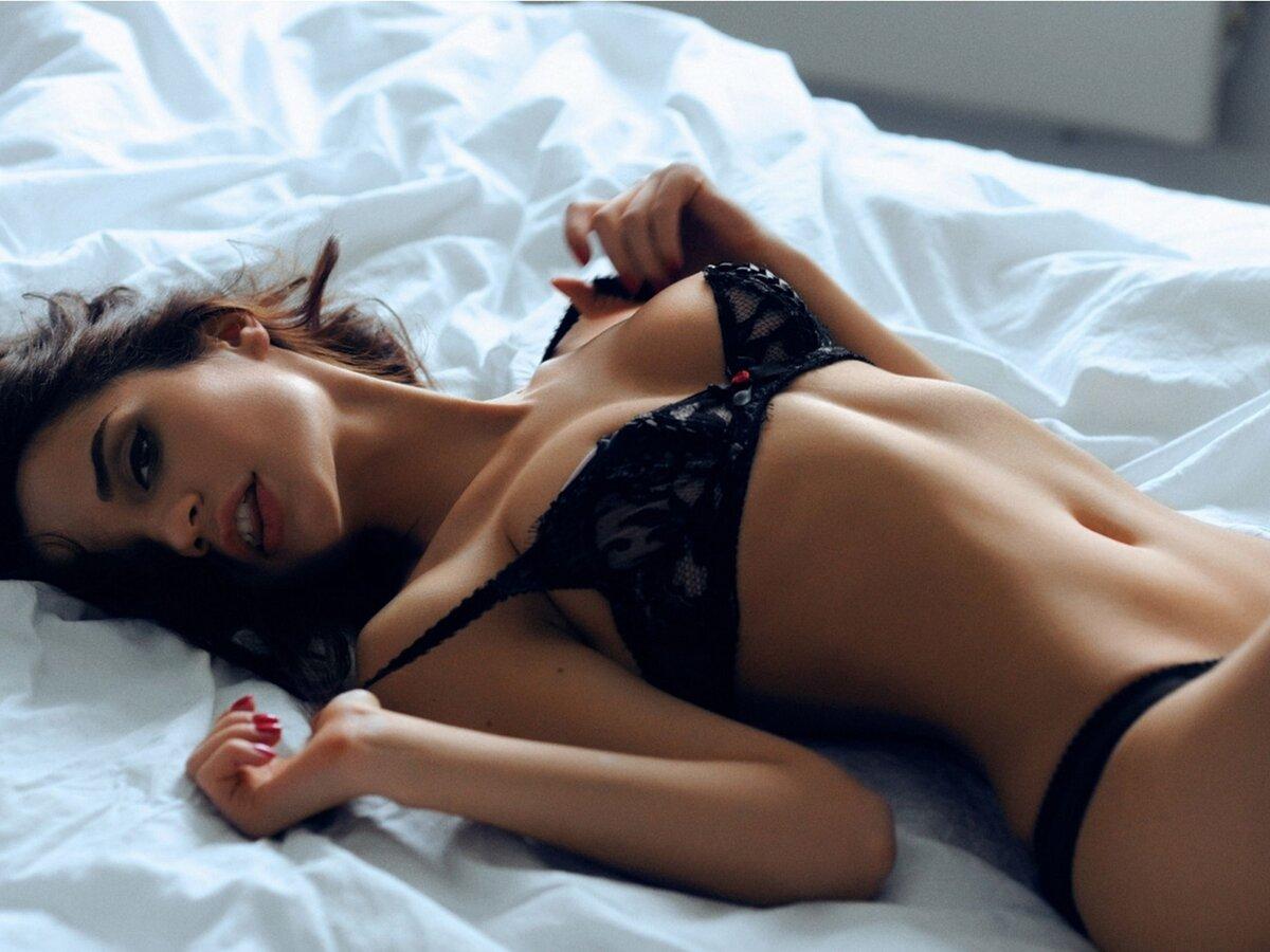 Голые Фотки На Кровати