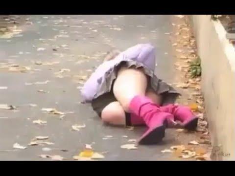 Пьяные Голые Бабы На Улице Видео