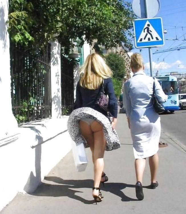 Голые Мамы На Улицы