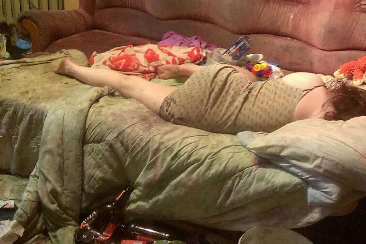 Спящая Пьяная Голая Спит