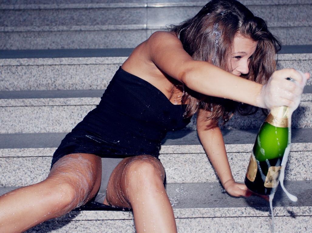 Пьяные Голые Бабы Отдыхают На Природе