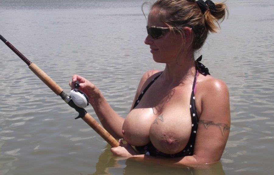 Голые Девушки На Рыбалке Картинки