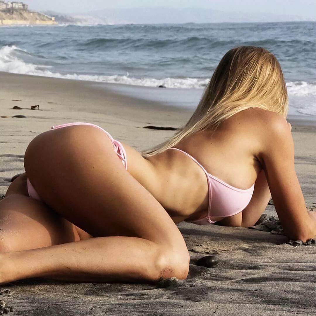 Голые На Пляже Видео Ютуб