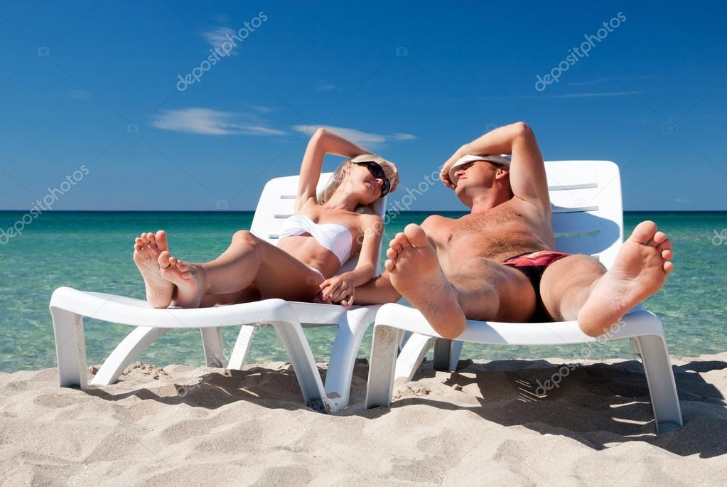Голые Рабыни Загорают И Ебутся На Пляже