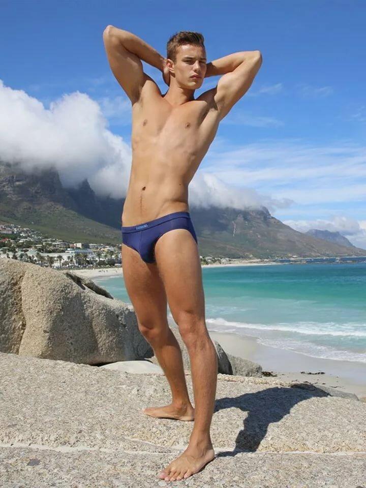 Голые Ребята На Пляже