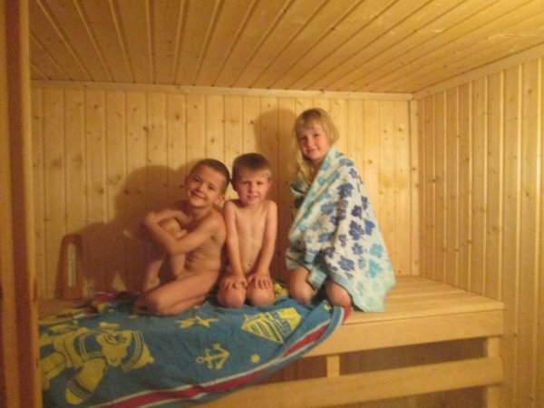 Голые Семьи С Детьми В Бане Фото