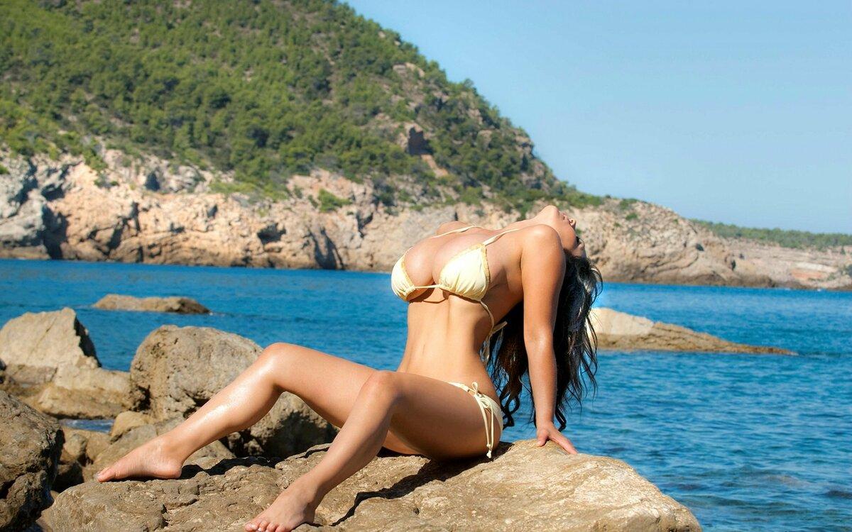 Голые Телочки На Пляже Видео