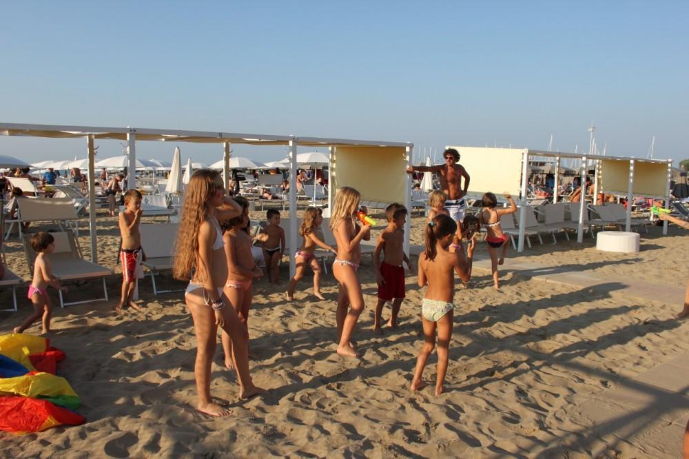 Голые В Кабинках На Пляже Видео